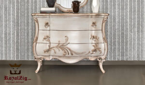 Elizabeth Classic Styje Hand Carved Chest